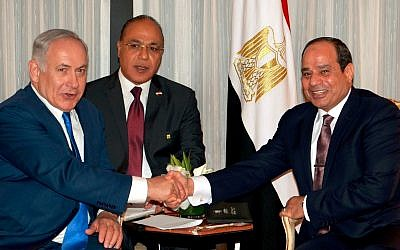 Prime Minister Benjamin Netanyahu, left, meets with Egyptian President Abdel Fattah el-Sissi, right, in New York on September 19, 2017 (Avi Ohayun)