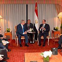 Prime Minister Benjamin Netanyahu meets with Egyptian President Abdel Fattah el-Sissi in New York on September 19, 2017 (Avi Ohayun)