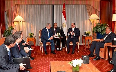 Prime Minister Benjamin Netanyahu meets with Egyptian President Abdel Fattah el-Sissi in New York on September 19, 2017 (Avi Ohayun)