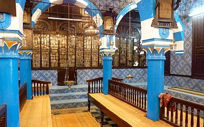 The main prayer hall of the El Ghriba Synagogue on Djerba. (CC BY-SA Bellyglad/ Wikimedia Commons)