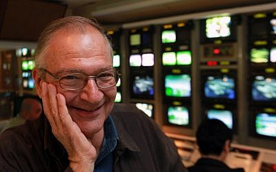 Portrait of journalist and broadcaster Daniel Peer, who died September 28, 2017 after a stroke, pictured at the Israel TV television studios in Jerusalem, January 31, 2010. (Kobi Gideon / FLASH90)