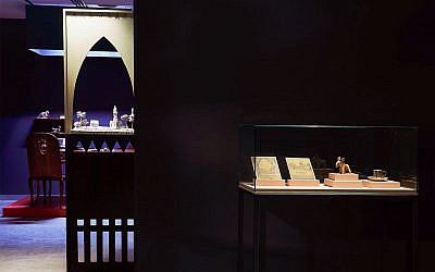 The display case holding four objects taken from an Egyptian home in 1973 by an Israeli soldier, who later became an artist, and unintentionally inspired one of his students to create an exhibit based on her works and that of the anonymous artist (Courtesy Noam Preisman)