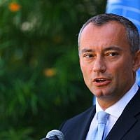 Nikolay Mladenov, United Nations Special Coordinator for the Middle East Peace Process, speaks during a press conference at the UNESCO headquarters in Gaza City, September 25, 2017. (AFP/MOHAMMED ABED)