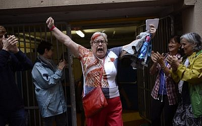 A woman celebrates outside a polling station after casting her vote in Barcelona, on October 01, 2017, in a referendum on independence for Catalonia banned by Madrid. (AFP PHOTO / Josep LAGO)
