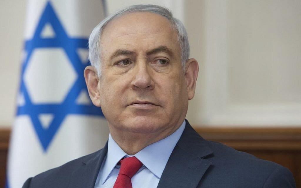 Prime Minister Benjamin Netanyahu attends the weekly cabinet meeting at his office in Jerusalem on October 1, 2017. (AFP/Sebastian Scheiner)