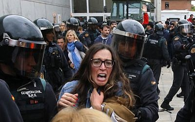 People clash with Spanish Guardia Civil guards outside a polling station in Sant Julia de Ramis, on October 1, 2017, on the day of a referendum on independence for Catalonia banned by Madrid. (AFP PHOTO / Raymond ROIG)