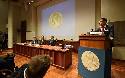 Secretary of the Nobel Committee for Physiology or Medicine, Thomas Perlmann (R), announces the winners of the 2017 Nobel Prize in Physiology or Medicine during a press conference at the Karolinska Institute in Stockholm on October 2, 2017. (AFP PHOTO/Jonathan NACKSTRAND)