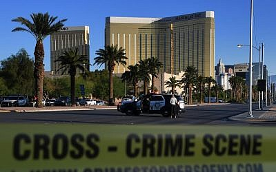 Crime scene tape surrounds the Mandalay Hotel (background) after a gunman killed at least 58 people and wounded more than 500 others when he opened fire on a country music concert in Las Vegas, Nevada on October 2, 2017. (AFP PHOTO/Mark RALSTON)