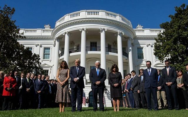 US President Donald Trump, First Lady Melania Trump, US Vice President Mike Pence and Second Lady Karen Pence take part in a moment of silence on the South Lawn of the White House on October 2, 2017, in honor of the victims of the mass shooting in Las Vegas, Nevada. (AFP Photo/Mandel Ngan)
