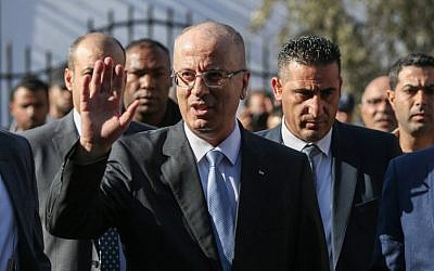 Palestinian Authority Prime Minister Rami Hamdallah arrives at a cabinet meeting in Gaza City on October 3, 2017. (AFP Photo/Mohammed Abed)