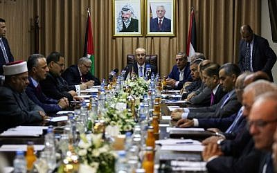 Palestinian Authority Prime Minister Rami Hamdallah (C) chairs a reconciliation government cabinet meeting in Gaza City on October 3, 2017. (MOHAMMED ABED / AFP)
