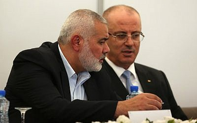 Hamas's overall leader Ismail Haniya (L) and Palestinian Prime Minister Rami Hamdallah are seen together at Haniya's office in Gaza City on October 3, 2017. (AFP PHOTO / MOHAMMED ABED)