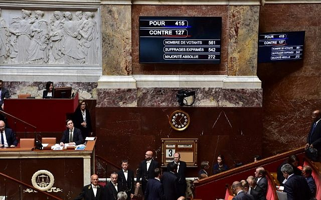 A board shows the results of the vote after French lawmakers voted a new counter-terrorism law designed to end the country's two-year state of emergency, which critics say expands police powers at a cost to civil liberties. (AFP PHOTO/CHRISTOPHE ARCHAMBAULT)