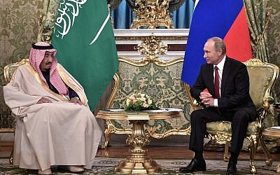 Russian President Vladimir Putin (R) meets with Saudi Arabia's King Salman bin Abdulaziz Al Saud at the Kremlin in Moscow on October 5, 2017. (Alexey Nikolsky/AFP)