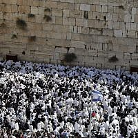 Jewish men perform the annual priestly blessing during the Sukkot holiday at the Western Wall in the Old City of Jerusalem on October 8, 2017. (AFP Photo/Menahem Kahana)
