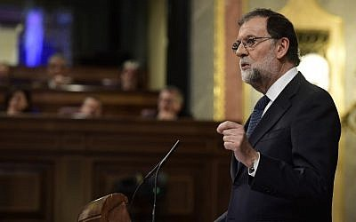 Spanish Prime Minister Mariano Rajoy speaks at the Spanish Parliament in Madrid on October 11, 2017. (AFP Photo/Javier Soriano)