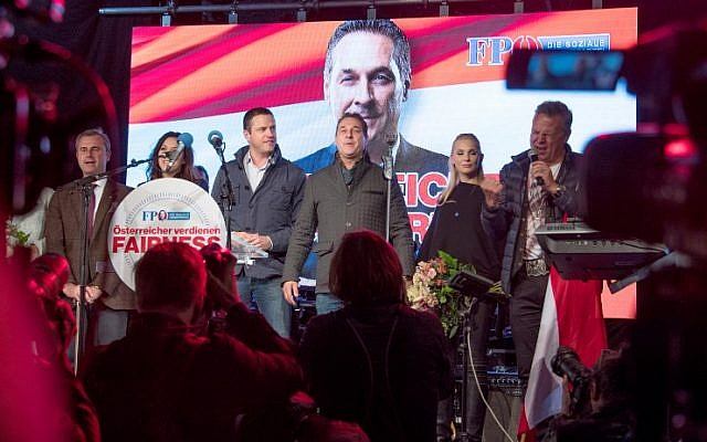 Leader of the right-wing Austrian Freedom Party (FPOe) Heinz-Christian Strache (C) stands next to his wife Philippa Beck and FPOe members Norbert Hofer (L) and Johann Gudenus (3rdL) at the end of a campaign event for the country's parliamentary elections on October 13, 2017 in Vienna. (AFP Photo/Joe Klamar)