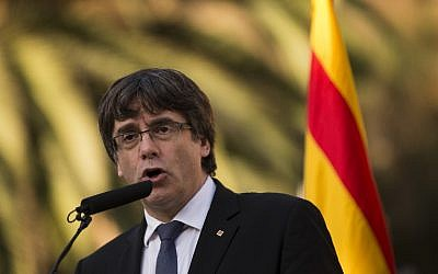 Then Catalan regional government president Carles Puigdemont delivers a speech on the sidelines of a wreath-laying ceremony commemorating the 77th anniversary of the death of Catalan leader Lluis Companys at the Montjuic Cemetery in Barcelona, October 15, 2017. (AFP/PAU BARRENA)