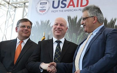 US special envoy Jason Greenblatt (C) shakes hands with Palestinian Water Authority chairman Mazen Ghunaim during the launch of a project to improve access to wastewater treatment and water for Palestinian farmers, on October 15, 2017, in the city of Jericho, in the West Bank. (AFP/Jaafar Ashtiyeh)