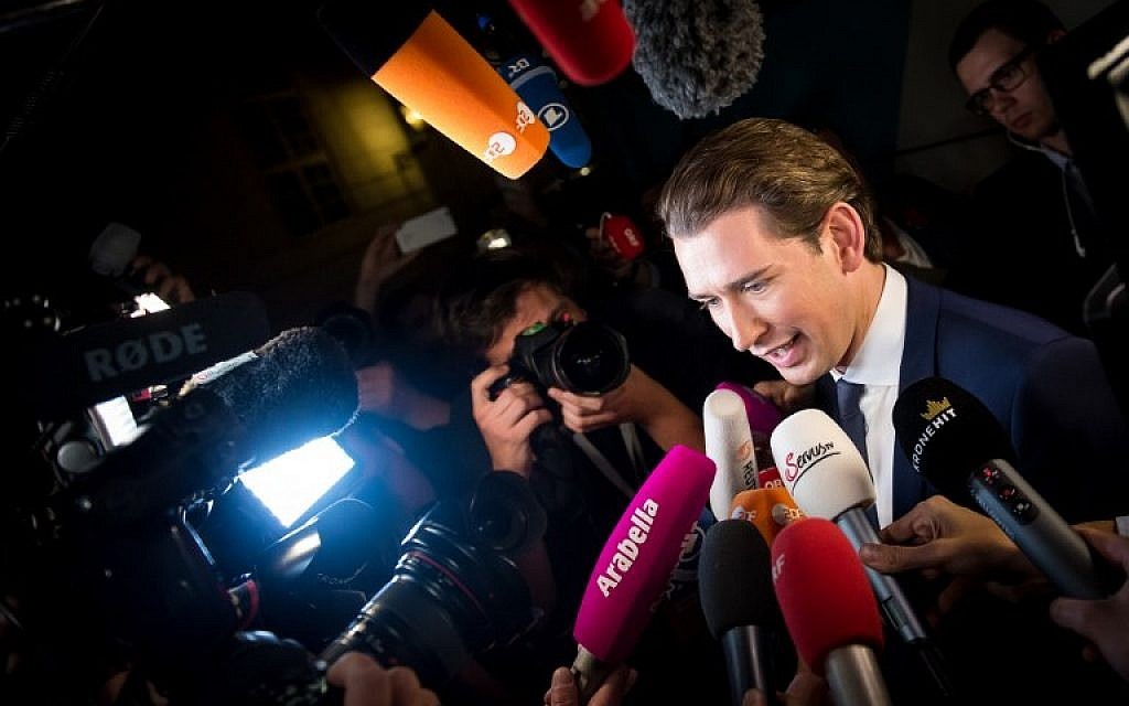 Austria's Foreign Minister and leader of the center-right People's Party (OeVP) Sebastian Kurz talks to the media as he arrives at Hofburg Palace for a TV debate following the general elections in Vienna, Austria, on October 15, 2017. (AFP Photo/Vladimir Simicek)