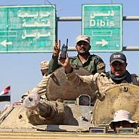 Iraqi forces flash the sign for victory as they advance in the southern outskirts of Kirkuk towards the city during an operation against Kurdish fighters on October 16, 2017. (AFP PHOTO / AHMAD AL-RUBAYE)
