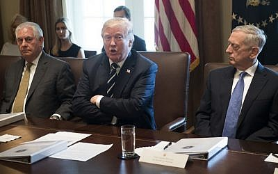 US President Donald Trump speaks, center, during a Cabinet Meeting in the Cabinet Room of the White House in Washington, DC, October 16, 2017. (AFP/ SAUL LOEB)