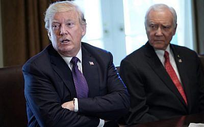 US President Donald Trump, left, speaks next to Senate Finance Committee Chairman Orin Hatch, on October 18, 2017. (AFP/MANDEL NGAN)