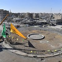 Preparations for liberation celebrations in the iconic Al-Naim square in Raqqa, October 18, 2017. (AFP/BULENT KILIC)