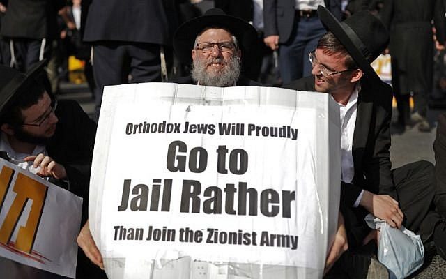 An ultra-Orthodox Jew holds a sign during a protest in Jerusalem against the conscription of ultra-Orthodox Jews to the IDF on October 19, 2017. (AFP Photo/Thomas Coex)