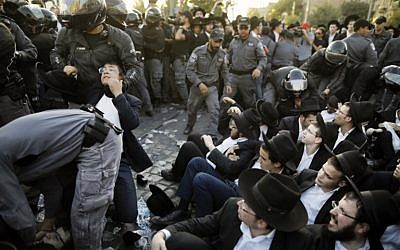Police disperse ultra-Orthodox Jews demonstrating  in Jerusalem against the conscription of members of their community to the IDF on October 19, 2017. (AFP Photo/Menahem Kahana)