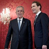 Austrian Chairman of the Austrian People's Party (OeVP) Sebastian Kurz (R) is welcomed by Austrian President Alexander Van der Bellen before a meeting at the Hofburg palace in Vienna on October 20, 2017. (AFP/APA/Hans Klaus Techt)