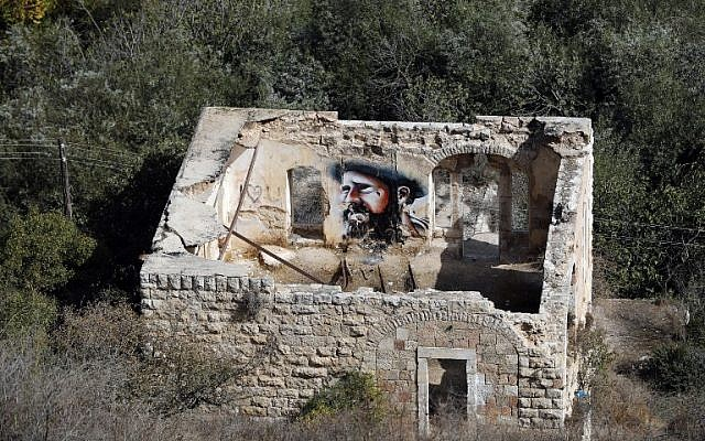 An old house is seen in the Palestinian village of Lifta which was abandoned during fighting in the 1948 Arab-Israeli war, on the outskirts of Jerusalem, on October 20, 2017. (AFP PHOTO / THOMAS COEX)