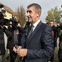 Czech billionaire Andrej Babis, chairman of the ANO movement (YES), talks to the media after voting at a polling station during the first day of the Czech elections on October 20, 2017 in Pruhonice, Central Bohemia. (AFP PHOTO / MICHAL CIZEK)