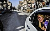 A woman cries as she looks at her house in Raqqa on October 20, 2017, after a Kurdish-led force expelled the Islamic State terror group from the northern Syrian city. (AFP Photo/Bulent Kilic)