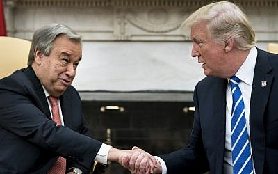 UN Secretary General Antonio Guterres (L) and US President Donald Trump shake hands before a meeting in the Oval Office of the White House in Washington, DC, on October 20, 2017. (AFP/Brendan Smialowski)