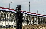 A picture taken on October 21, 2017 shows an Egyptian policeman standing guard in the new city of el-Alamien, west of Alexandria (AFP/KHALED DESOUKI)