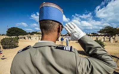 A French officer gives a salute before a grave during a ceremony to mark 75 years since the pivotal WWII battle in the town of El Alamein, about 100 kilometres (62 miles) west of Alexandria, during a visit by Egyptian President Abdel Fattah al-Sisi, on October 21, 2017. (AFP PHOTO / KHALED DESOUKI)