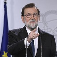 Spanish Prime Minister Mariano Rajoy gives a press conference after a crisis cabinet meeting at the Moncloa Palace on October 21, 2017 in Madrid. (AFP/Gabriel Bouys)