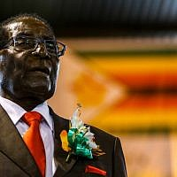 Zimbabwe President Robert Mugabe attending a meeting with the Zimbabwe National Liberation War Veterans Association in Harare, April 7, 2016. (AFP/Jekesai NJIKIZANA)