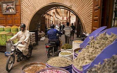 """A picture taken on October 13, 2017 shows a view of a street in the """"Mellah"""" Jewish quarter of the Medina in Marrakesh. (AFP PHOTO / FADEL SENNA)"""