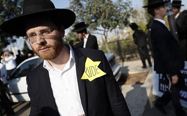 Ultra-Orthodox Jews demonstrate against the conscription of members of their community to the IDF outside the Knesset in Jerusalem, on October 23, 2017. (AFP Photo/Thomas Coex)
