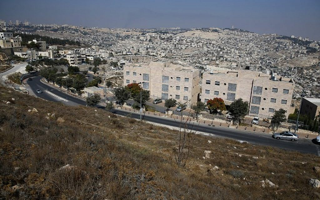 A picture taken on October 25, 2017 from Jabel Mukaber shows the Israeli settlement of Nof Zion. (AFP PHOTO / AHMAD GHARABLI)