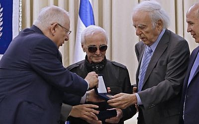 President Reuven Rivlin (L) presents French-Armenian singer Charles Aznavour the Raoul Wallenberg medal on October 26, 2017, at the President's Residence in Jerusalem. (AFP Photo/Gali Tibbon)