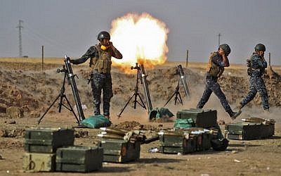 Members of the Iraqi forces fire mortars against Kurdish Peshmerga positions near the area of Faysh Khabur, located on the Turkish and Syrian borders in the Iraqi Kurdish autonomous region, on October 26, 2017. ( AFP PHOTO / AHMAD AL-RUBAYE)