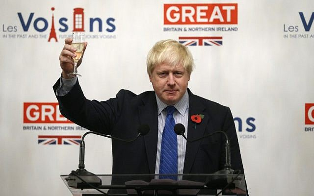 British Foreign secretary Boris Johnson drinks a toast at the UK embassy in Paris on October 27, 2017, during a European tour. (AFP PHOTO / GEOFFROY VAN DER HASSELT)