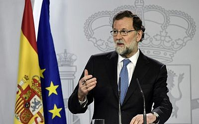 Spanish Prime Minister Mariano Rajoy gives a press conference after a cabinet meeting at La Moncloa Palace in Madrid, on October 27, 2017. (AFP PHOTO / JAVIER SORIANO)