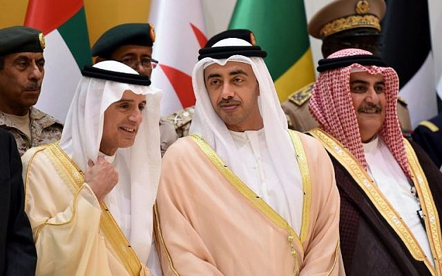 Saudi Arabian Foreign Minister Adel al-Jubeir (L) speaks with UAE's Minister of Foreign Affairs Abdullah bin Zayed Al-Nahyan (C) as Bahraini Foreign Minister Khalid bin Ahmed al-Khalifa (R) looks on following a meeting with foreign ministers and military officials from the Saudi-led coalition, in Riyadh, on October 29, 2017. (AFP Photo/Fayez Nureldine)