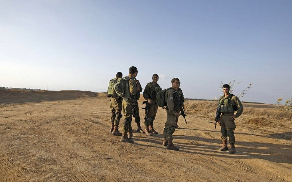 Israeli soldiers patrol close to the Israeli border with the Gaza Strip on October 30, 2017, near Kibbutz Kissufim in southern Israel. (AFP Photo/Menahem Kahana)