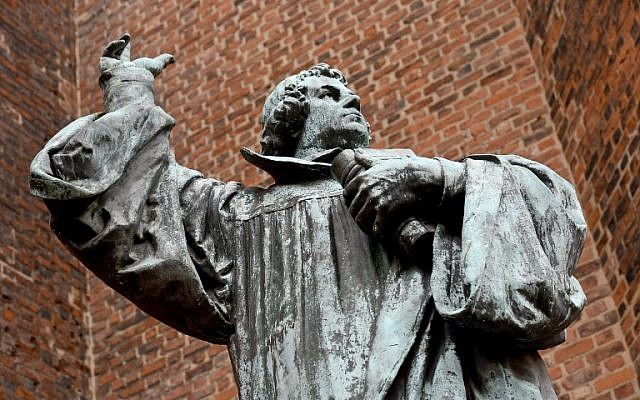 A picture taken on October 28, 2016 shows a bronze statue of German theologian Martin Luther outside the Marktkirche (Market Church) in Hannover, Germany.(AFP PHOTO / dpa / Holger Hollemann)