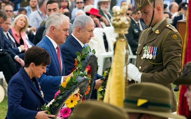 Australian Prime Minister Malcolm Turnbull (C), Israeli Prime Minister Benjamin Netanyahu (R), and New Zealand Governor General Patsy Reddy (L) lay wreaths at the memorial for the fallen in the Battle of Beersheba during a ceremony in the British Cemetery in Beersheba on October 31, 2017, to mark the 100th anniversary of the Battle of Beersheba.  Hundreds of Australians arrived in Israel for a weeklong visit to participate in the one-hundred year anniversary marking the decisive victory of the British Army and ANZAC in the Battle of Beersheba, which resulted in the conquest of the city and the defeat of the Ottoman Empire. / AFP PHOTO / POOL / JIM HOLLANDER